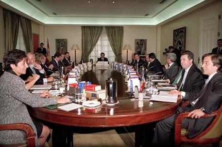 28/04/2000. 27 Seventh Legislature (2). Cabinet from April 2000 to February 2001, meeting of the Council of Ministers.