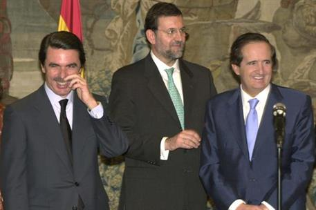 28/02/2001. 28 Seventh Legislature (3). Cabinet from February 2001 to July 2002. The President of the Government, José María Aznar (on the l...