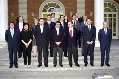 12/07/2002. 29Seventh Legislature (4). Cabinet from July 2002 to March 2003. Group photo.