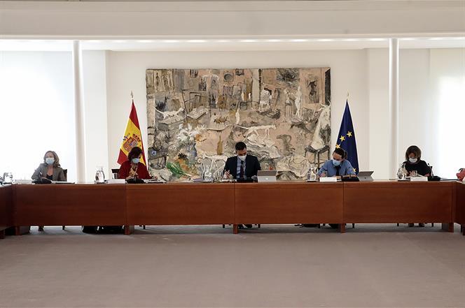 4/08/2020. Reunión del Consejo de Ministros. El presidente del Gobierno, Pedro Sánchez, la vicepresidenta primera y ministra de la Presidenc...