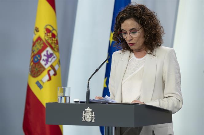 5/05/2020. Consejo de Ministros: Montero, Illa y Uribes. La ministra de Hacienda y portavoz del Gobierno, María Jesús Montero, durante su in...