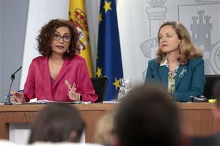 María Jesús Montero y nadia Calviño durante la rueda de prensa posterior al Consejo de Ministros