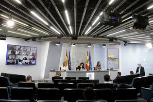 Las ministras Yolanda Díaz, María Jesús Montero e Irene Montero, en la rueda de prensa posterior al Consejo de Ministros
