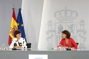 La vicepresidenta primera del Gobierno, Carmen Calvo, y la portavoz, María Jesús Montero