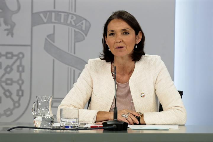 La ministra de Industria, Comercio y Turismo, Reyes Maroto, durante la rueda de prensa