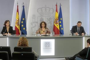 Carmen Calvo, María Jesús Montero y José Luis Ábalos durante la rueda de prensa posterior al Consejo de Ministros