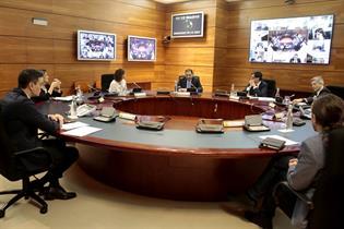 Reunión extraordinaria del Consejo de Ministros, en la que algunos miembros participan de forma telemática y otros, presencial