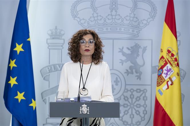 27/03/2020. Consejo de Ministros extraordinario: María Jesús Montero, Salvador Illa y Yolanda Díaz. La ministra de Hacienda y portavoz del G...