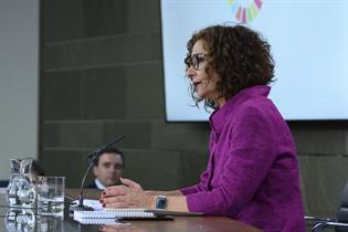 La portavoz del Gobierno, María Jesús Montero, durante su intervención en la sala de prensa tras el Consejo de Ministros
