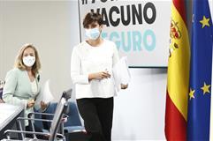 Nadia Calviño e Isabel Rodríguez llegan a la sala donde se celebra la rueda de prensa posterior al Consejo de Ministros