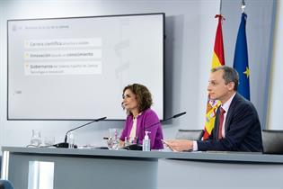 María Jesús Montero y Pedro Duque durante la rueda de prensa posterior al Consejo de Ministros