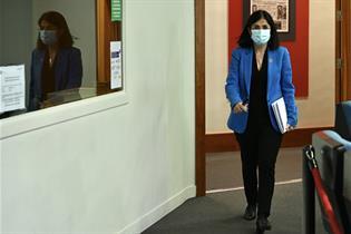 La ministra de Sanidad, Carolina Darias, en la rueda de prensa tras la reunión del Consejo Interterritorial de Salud