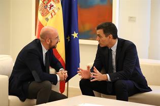 Charles Michel y Pedro Sánchez conversando