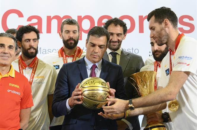 16/09/2019. Sánchez recibe a la selección masculina de baloncesto. El capitán de la selección masculina de baloncesto, Rudy Fernández, hace ...