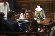 Pedro Sánchez conversa con Meritxell Batet