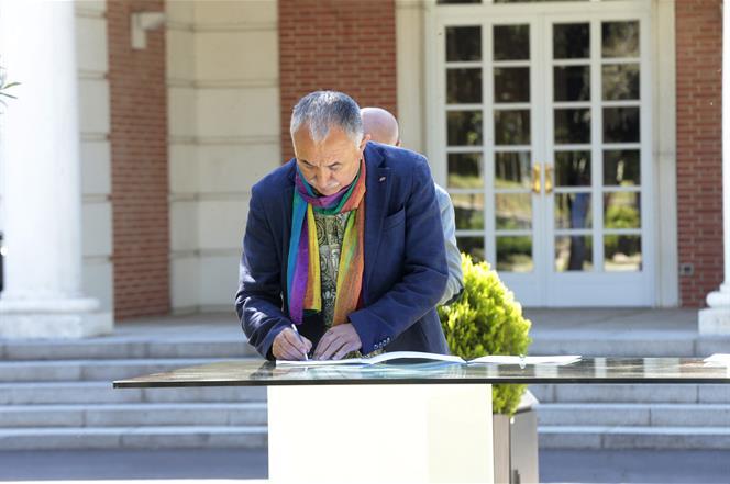 3/07/2020. Sánchez preside la firma del Pacto por la Reactivación Económica y el Empleo. Pepe Álvarez, secretario general de UGT, firma el acuerdo.