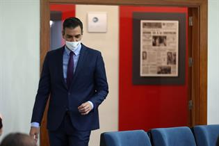 Pedro Sánchez a su llegada a la sala de prensa
