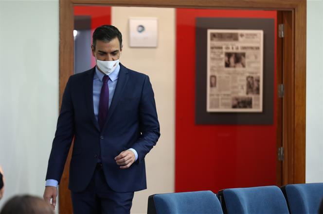 4/08/2020. Comparecencia del presidente del Gobierno, Pedro Sánchez. El presidente del Gobierno, Pedro Sánchez, a su llegada a la sala de pr...