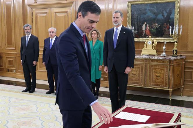 8/01/2020. Pedro Sánchez promete ante el rey su cargo como presidente del Gobierno. Pedro Sánchez promete su cargo como presidente del Gobie...