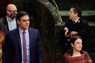 El presidente del Gobierno, Pedro Sánchez, a su llegada al Hemiciclo