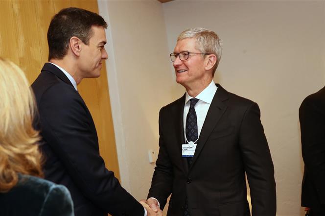 22/01/2020. Pedro Sánchez junto a Tim Cook. El presidente del Gobierno, Pedro Sánchez, y el director ejecutivo de Apple, Tim Cook, durante e...