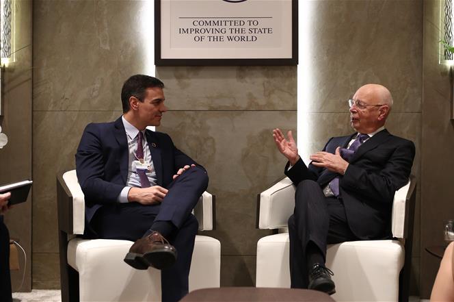 22/01/2020. Sánchez se reúne con el fundador y presidente ejecutivo del Foro Económico Mundial, Klaus Schwab. El presidente del Gobierno, Pe...