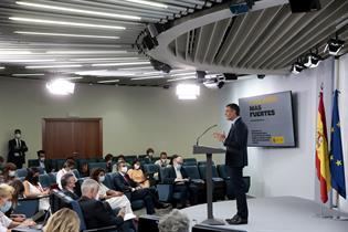 El presidente del Gobierno, Pedro Sánchez, durante su comparecencia en la sala de prensa de La Moncloa