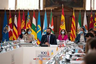 Pedro Sánchez junto a algunos ministros y presidentes autonómicos