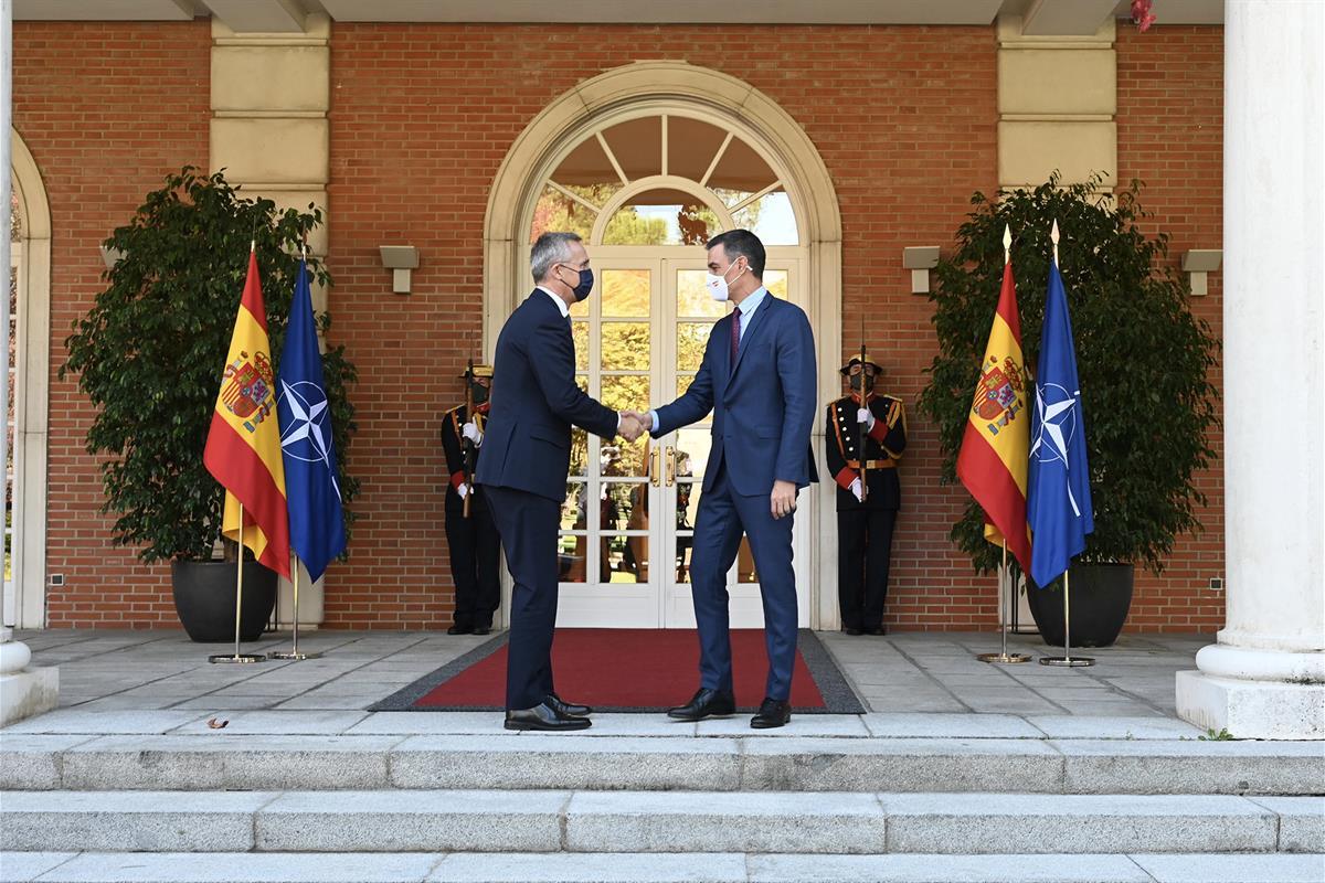 8/10/2021. Pedro Sánchez se reúne con el secretario general de la OTAN, Jens Stoltenberg. El presidente del Gobierno, Pedro Sánchez, y el se...