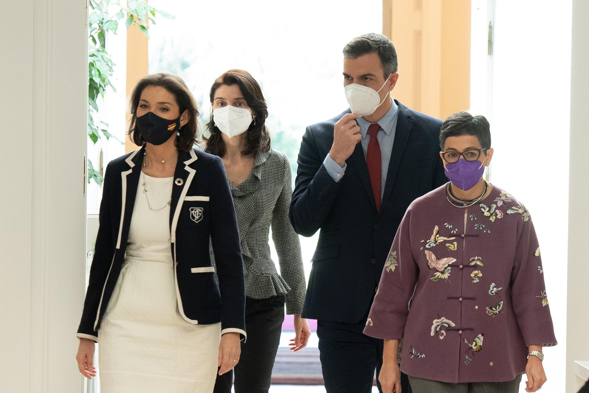 Pedro Sánchez con Arancha González Laia, Pilar Lepp y Reyes Maroto