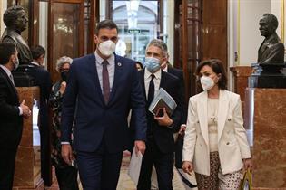 El presidente del Gobierno, el ministro del Interior y la vicepresidenta primera del Gobierno, en el Congreso