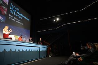 Un momento de la ceremonia de presentación en Cine Doré