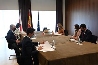 Yolanda Díaz durante una reunión bilateral