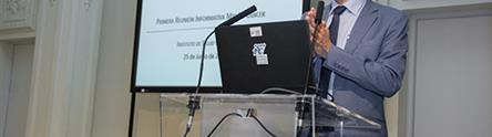 Pedro Duque interviene durante la reunión informativa