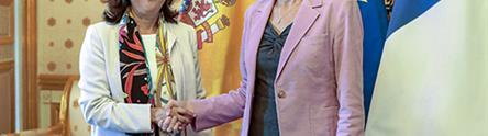 Margarita Robles y Florence Parly se saludan