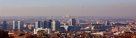 Nube de contaminación sobre ciudad