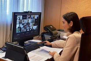 La ministra Reyes Maroto durante la reunión por videoconferencia