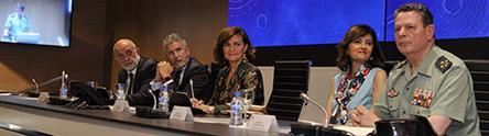 Carmen Calvo y Fernando Grande-Marlaska, junto a otras autoridades, durante la presentación del plan