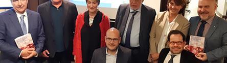Dolores Delgado junto a los representantes del CERMI