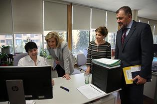 La ministra de Empleo y Seguridad Social, Fátima Báñez, visita el Servicio Público de Empleo Estatal