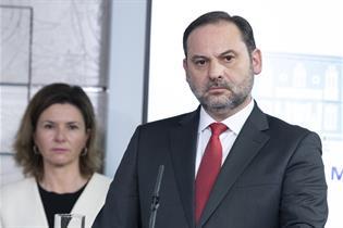 El ministro de Transportes, Movilidad y Agenda Urbana, José Luis Ábalos, durante su comparecencia en La Moncloa