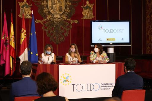 La ministra Yolanda Díaz y otras autoridades durante la presentación