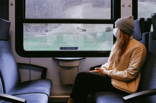 Pasajera en un tren