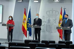 Los ministros Margarita Robles, Fernando Grande-Marlaska y José Luis Ábalos en rueda de prensa