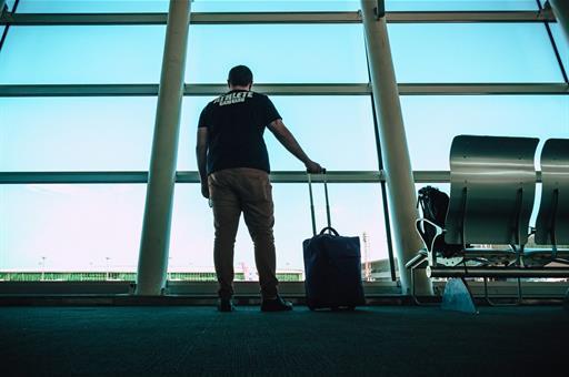 19/03/2020. Pasajero esperando en el aeropuerto